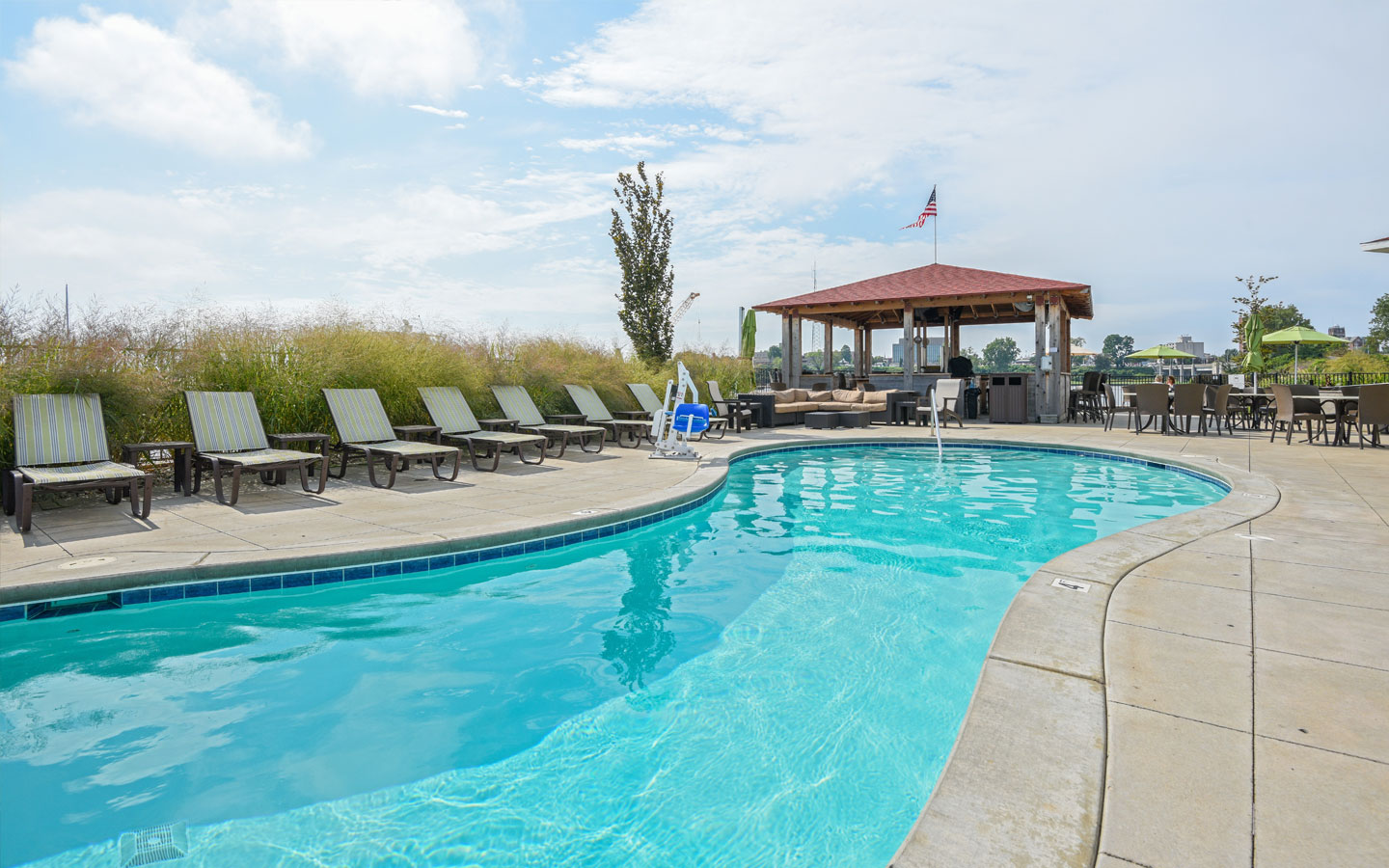 Places To Stay In St Joseph Michigan >> Hotel Services Amenities Indoor Outdoor Pool Spa